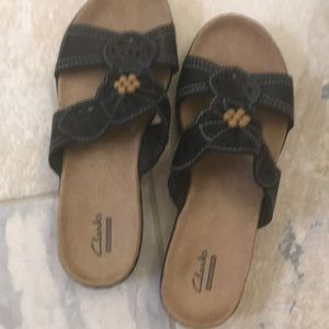 Clark's black comfort sandal with natural bead